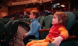 Enfants salle de concert